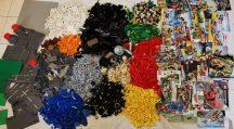 12,5 kg ömlesztett, vegyes, kilós lego csomag több, mint 40 minifigurával, alalapokkal, katalógusokkal City, Creator, Star Wars, Racers, Technic