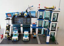 Lego City - Rendőrkapitányság 7498 Rendőrség (katalógussal)