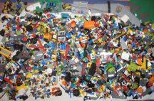 10 kg ÖMLESZTETT, VEGYES, KILÓS LEGO minifigurákkal, repülővel, autókkal, alaplappal jó állapotban
