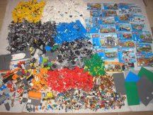 12,7 kg ÖMLESZTETT, VEGYES, KILÓS LEGO több, mint 70 db figurával, katalógusokkal (City Rendőrállomás, tűzoltóautó, helikopter, munkagép...)
