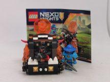 Lego Nexo Knights - Káosz katapult (70311) (katalógussal) (egyik figura feje kicsit rágott)