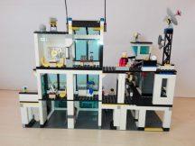 Lego City - Rendőrség, Rendőrkapitányság 7744 (katalógussal)