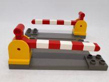 Lego Duplo átjáró (barnásszürke) + 2 sorompó