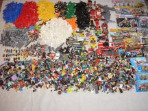 9,2 kg ömlesztett, vegyes, kilós lego csomag katalógusokkal City, Creator, Star Wars, Racers, Technic